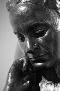 220px-Bronze_bust_of_Elsie_Inglis_by_Ivan_Mestrovic_1918,_SNPG