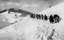 Serbian_retreat_through_Albanian_mountains,_1915